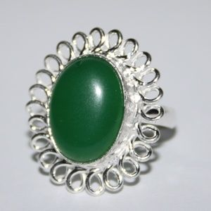 Beautiful silver and green ring NWOT